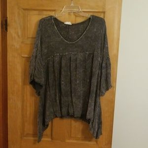 Charcoal Distressed 1/4 Length Sleeve Top